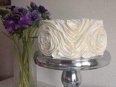 Ruffle flowers - by Suze @ CakesDecor.com - cake decorating website