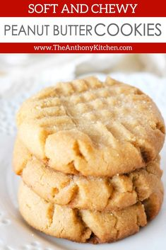 cookie recipes Soft and chewy Peanut Butter Cookies that melt in your mouth with every single bite! Its the best Peanut Butter cookie recipe, easy to make, and takes less than 15 minutes to prepare! Cake Mix Cookie Recipes, Chocolate Cookie Recipes, Chocolate Chip Cookies, Chocolate Chips, White Chocolate, Chocolate Tarts, Fudge Recipes, Chocolate Fudge, Candy Recipes