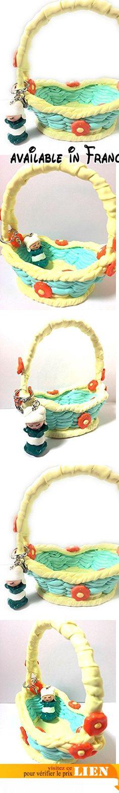 Handmade/panier corbeille tressé façon panier osier, en fimo, vert et vanille, orné de fleurs oranges accompagné de son porte-clefs : kokeshi kimono vert, ceinture et cheveux blancs personnalisable.  #Guild Product #GUILD_HOME