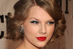 Love her lipstick! @TaylorSwift Once Used a _____ as Eyeliner