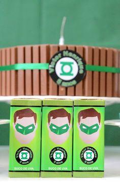 Festa do Lanterna Verde com suquinho de uva personalizado