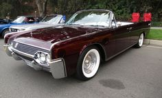 old school lincoln continental Lincoln Motor Company, Ford Motor Company, Lincoln Continental, Muscle Truck, Muscle Cars, Car Colors, Chevy Impala, Luxury Cars, Convertible