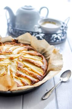 Cake with pear and ginger