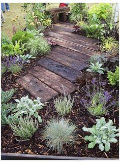 Cottage Garden Design, Cottage Garden Plants, Cottage Gardens, Landscaping Tips, Garden Landscaping, Unique Garden, Backyard Plan, Garden Pests, Garden Mulch