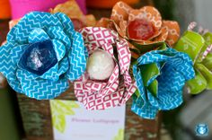 Take a lollipop or a cake ball, place a paper flower behind it, and you have a beautiful bouquet!  Neat idea!