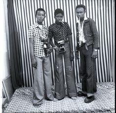 THE FAUX PHOTOGRAPHERS. 1976 ©MALICK SIDIBÉ, COURTESY OF ANDRÉ MAGNIN,PARIS