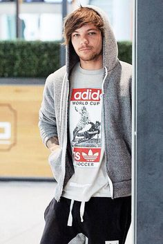 Louis Tomlinson // Heathrow Airport (6.5.15)