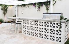 Breeze Blocks - Design Trend of the Month Cafe Blinds, Besser Block, Front Wall Design, Breeze Block Wall, Palm Springs Houses, Cinder Block Walls, Building A Pool, Bbq Area, Outdoor Rooms