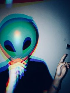 Grunge alien space balloon (aesthetic) - Home Alien Aesthetic, Aesthetic Space, Rainbow Aesthetic, Aesthetic Images, Aesthetic Photo, Aesthetic Wallpapers, Anuel Aa Wallpaper, Trendy Wallpaper, Depressed Aesthetic