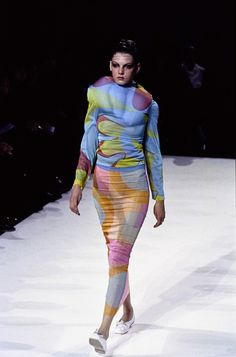 Comme des Garçons Spring 1997 Ready-to-Wear Fashion Show - Angela Lindvall