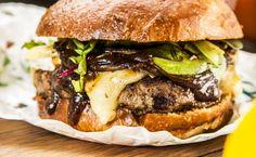 Hambúrguer Desosse a costela, limpe as carnes e deixe moer apenas uma única vez. Com …