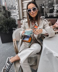 Ruta Spotted with our Marc Jacobs Snapshot Bag in Hyacinth Nyfw Street Style, Autumn Street Style, Street Styles, Marc Jacobs Snapshot Bag, Marc Jacobs Logo, Casual Outfits, Fashion Outfits, New York Fashion, Autumn Fashion