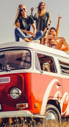Vw Bus, Vw T2 Camper, Volkswagen Minibus, Bus Girl, Combi Vw, Vw Vintage, Campervan, Cars And Motorcycles, Classic Cars