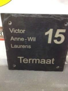 Mooi naambordje voor bij de voordeur van leisteen.