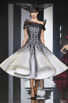 Style Ralph and Russo Haute Couture Fall Winter 2014 Fashion Show in Paris Fashion Week Paris, Live Fashion, Fashion Show, Fashion Design, Fashion News, Couture Fashion, Runway Fashion, Couture Dresses, Fashion Dresses