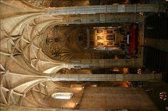 Blick von der Empore zum Altar in der Klosterkirche Santa Maria, Belém, Lissabon.  www.claudoscope.eu