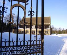 Oakham Castle Rutland in the snow. Trip Advisor, Arch, Castle, Outdoor Structures, Horseshoes, Norman, Building, Garden, Snow