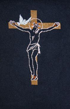 """Obraz """"krzyż"""" z wykorzystaniem naturalnego bursztynu."""