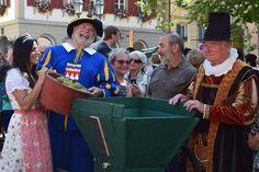 Weinfest Volkach - die ersten Trauben des Jahres werdeb gepresst http://www.travelworldonline.de/traveller/weinfest-volkach-die-ersten-trauben-des-jahres-werden-gepresst/?utm_content=buffera1698&utm_medium=social&utm_source=pinterest.com&utm_campaign=buffer #weinfest #volkach #wein