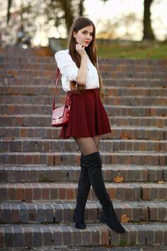 ...help! I have nothing to wear! - kobiecy blog o modzie: Biała koszula, czerwona spódniczka i czarne długie kozaki
