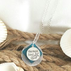 Capiz Shell and Sea Glass Necklace Sea Glass Necklace, Pendant Necklace, Affordable Jewelry, Shells, Handmade, Design, Conch Shells, Hand Made, Conchas De Mar