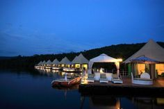 4 days Koh Kong discovery (incl. hotel, guide, private transport) – Multi-Day Modules Southern Cambodia | Discover Koh Kong in the South West of Cambodia by staying at the 4 Rivers Floating Lodge Tatai. While there enjoy trips such as a visit to the Tatai Waterfall, taking the kayak to a traditional Cambodian farm and more. Offering the possibility of extending the trip by trekking in the Cardamon Mountains.