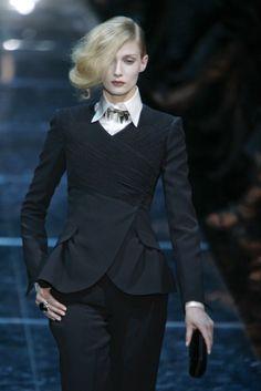 fashionindetails:    Giorgio Armani Prive Haute Couture Fall/Winter 2008
