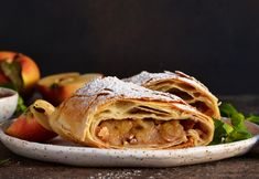 Osztrák almás, fahéjas rétes - Recept   Femina Apple Pie, Turkey, Mint, Ethnic Recipes, Food, Rustic, Apple Cobbler, Peppermint, Turkey Country