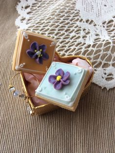 shabby chic flowers icing cookie Sweetsholic.com