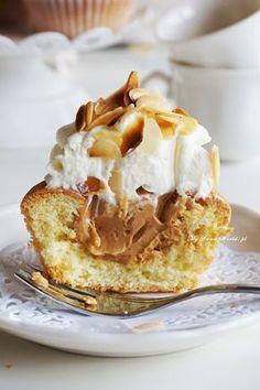 babeczki z karmelowym nadzieniem i bitą śmietaną cupcakes with caramel fill and crem frosting suche ciasto lepiej zastąpić innym