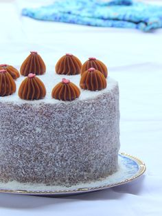 Torta de coco y dulce de leche / Miicakes Patterned Cake, Churros, Pound Cake, No Bake Cake, Fondant, Cake Decorating, Bakery, Sweet Treats, Food And Drink