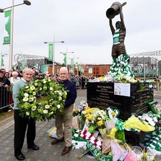 Video: Bertie Auld Leads Celtic Fans in Song as He Pays His Respects to Billy McNeill Leigh Griffiths, Celtic Fc, World Football, Sad Day, The Elf, Glasgow, Finals, Legends, Paradise