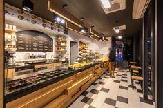 Дизайн кафе бистро Doppio отличается соблюдением семейных поколений вот уже десятки лет. Интересно посмотреть на их творение? Заходите!
