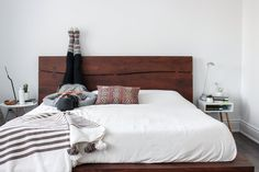 Need an excuse to stay in bed? The FitNest author, Zehra Allibhai, shares her favourite morning stretches guaranteed to kickstart your day. Before Sleep Yoga, Stretches Before Bed, Bedtime Stretches, Yoga Poses For Sleep, Relaxation Exercises, Bedtime Yoga, Bed Yoga, Yoga Bewegungen, Yoga Meditation