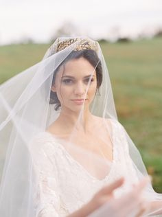 Stunning+Bride+with+a+Vintage+Drop+Veil