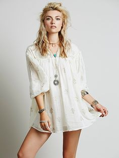 Free People - cotton  Measurements for Small: Bust: 42 in = 106 3/4 cm  Length in Front: 28 1/2 in = 72 1/2 cm  Length in Back: 30 in = 76 1/4 cm  Sleeve Length: 23 in = 58 1/2 cm