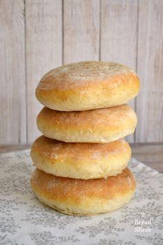 El perfecto para un con pre- de Biscuit Bread, Pan Bread, Pan Dulce, Sandwiches, Pan Sandwich, Bread Recipes, Cooking Recipes, Mexican Bread, Homemade Dinner Rolls