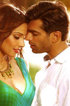 Bipasha Basu & Karan Singh Grover in Alone Movie 2015 Wallpaper Alone Movies, 2015 Wallpaper, 2015 Movies, Bollywood, Singing, Celebs, Couple Photos, Fashion, Celebrities