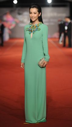 Li Bingbing  Li Bingbing wore a Resort 2013 Gucci gown at the Golden Horse Film Awards in Ilan, Taiwan.