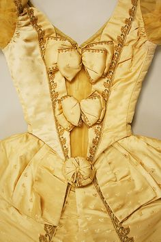 Ball gown Design House:House of Worth (French, Designer:Charles Frederick Worth (French (born England), Bourne Paris) Date:ca. Historical Costume, Historical Clothing, Antique Clothing, Ball Dresses, Ball Gowns, Victorian Fashion, Vintage Fashion, 1880s Fashion, Victorian Era