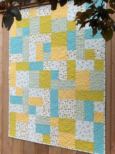 Making More with Less: My Happy Garden Baby Quilt - Yellow Brick Road Pattern Quilt Baby, Baby Quilts Easy, Baby Girl Quilts, Quilts For Babies, Baby Bedding, Twin Quilt Pattern, Free Baby Quilt Patterns, Modern Quilt Patterns, Free Pattern