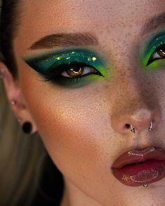 "ВИЗАЖИСТ |БРОВИСТ| КРАСНОЯРСК on Instagram: ""🎄 . Глиттергель @queridos_glitters (небо) . Карандаш @shikcosmetics garda Тени @beautybaycom @morphebrushes Подводка @inglotrussia Брови…"" Elf Makeup, Fairy Makeup, Cute Makeup, Makeup Looks, Artist Aesthetic, Aesthetic Look, Aesthetic Makeup, Fairy Birthday Themes, Gerard Cosmetics"