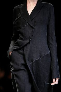 Yohji Yamamoto at Paris Fashion Week Spring 2009 - Livingly