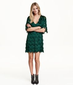 Short V-neck dress with zigzag-cut fringe. Short dolman sleeves. Partly lined in jersey. Dark green. | Party in H&M