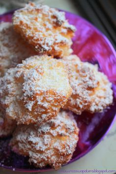 To jedne z tych ciastek, które znikają u nas w domu w mgnieniu oka. Bardzo lubimy kokosanki, a mi ich smak przypomina mi dzieciństwo:).... Maple Fudge, Cookie Recipes, Dessert Recipes, Sweets Cake, Bread Cake, Pudding Cake, Polish Recipes, How Sweet Eats, Sweet Desserts