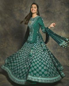 For the Umang Awards Shraddha Kapoor was spotted in an emerald green designer lehenga paired with a beautiful long blouse. Indian Fashion Dresses, Indian Gowns Dresses, Dress Indian Style, Indian Designer Outfits, Designer Dresses, Ethnic Fashion, Indian Wedding Outfits, Bridal Outfits, Indian Outfits
