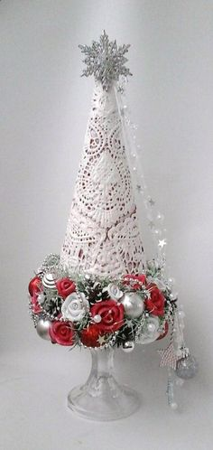 Could be used for Christmas or Valentine's Christmas Tree Crafts, Handmade Christmas Decorations, Christmas Centerpieces, Rustic Christmas, Xmas Decorations, Christmas Projects, Holiday Crafts, Christmas Holidays, Christmas Bulbs
