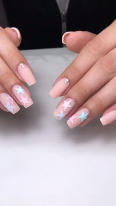 Nail art Christmas - the festive spirit on the nails. Over 70 creative ideas and tutorials - My Nails Star Nail Art, Star Nails, Kylie Nails, My Nails, Coffin Nails Designs Kylie Jenner, Acrylic Nails Kylie Jenner, Long Nail Art, Long Nails, Uñas Kylie Jenner