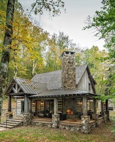 Small Log Cabin, Little Cabin, Tiny House Cabin, Log Cabin Homes, Cottage Homes, Cozy Cabin, Log Cabin Exterior, Small Cabin Plans, Modern Log Cabins