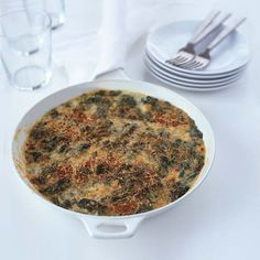 Creamy Spinach with Smoked Gouda Gratin To make sure this gratin is rich and luscious, be sure to squeeze all the excess liquid from the spinach before adding the béchamel. Veggie Dishes, Vegetable Recipes, Food Dishes, Vegetarian Recipes, Creamed Spinach Casserole, Spinach Gratin, Spinach Bread, Thanksgiving Recipes, Holiday Recipes